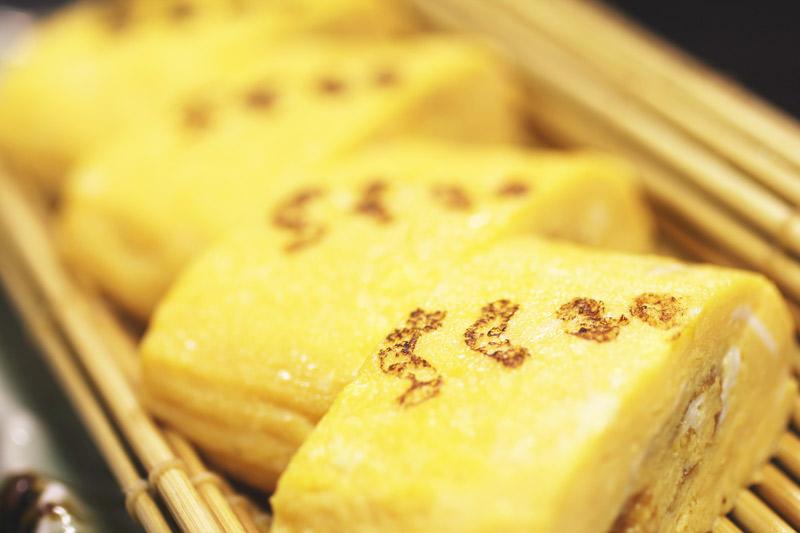 こだわり卵使用の出し巻き玉子焼き<br>Dashi Egg Roll (Japanese-style Omelet) made with specially selected eggs