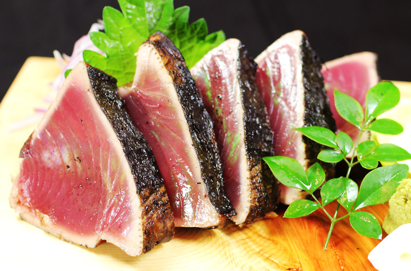 名物藁焼きかつおのたたき【塩】<br>Our Specialty, Straw Fired Seared Bonito Tataki【salt flavor】