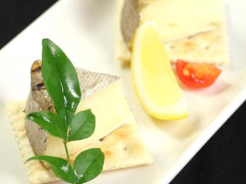 カマンベールチーズの藁焼き<br>Straw Fried Camembert Cheese