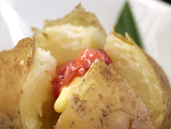 ジャガバター酒盗のせ<br>Buttered Potato topped with Marinated Salty Bonito Offcuts