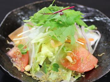 たっぷり季節の野菜のジャコサラダ<br>Seasonal Vegetable and Dried Young Sardines Salad