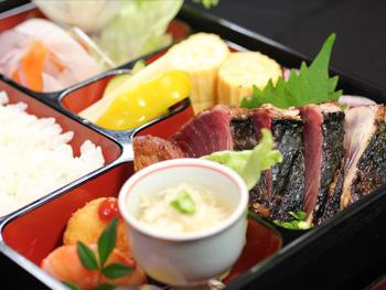 名物 かつおのたたき御膳<br>Specialty Seared Bonito Tataki Set