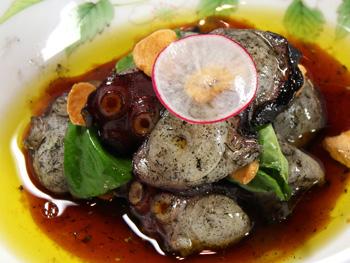 タコの藁焼き ~オリーブオイルポン酢和え~<br>Straw Fired Octopus ~Tossed in Citrus Soy & Olive Oil~