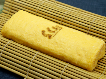 こだわり卵使用の出し巻き玉子焼き<br>Dashi Egg Roll (Japanese-style Omelet) made with specially selected eggs