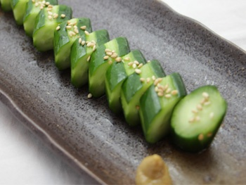 一本きゅうり漬け<br>A Whole Cucumber Seasoned with Salt