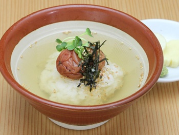 お茶漬け(梅)<br>Rice and Pickled Japanese Plum with Green Tea Poured Over It