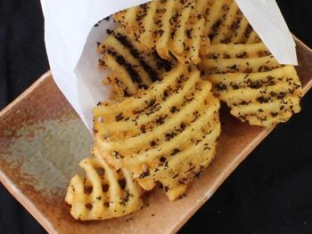 フライドポテト ゆかりちゃん<br>French Fries with Dried Red Perilla