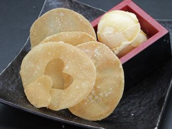 餃子の皮アイス<br>Sandwich Ice with Gyoza sheet