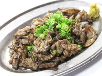 鶏のエンガワ炭火焼き<br>Charcoal-grilled Chicken Engawa