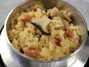 エリンギベーコン釜めし<br>Rice with King Oyster Mushroom and Bacon