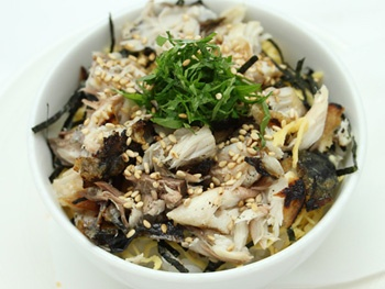 ミニサバほぐし丼<br>Mini  Mackerel on Rice