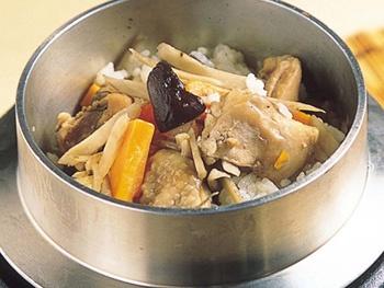 元祖鶏釜めし<br> Rice with Chicken