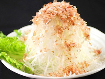 山盛り大根サラダ<br>Large Japanese Radish Salad