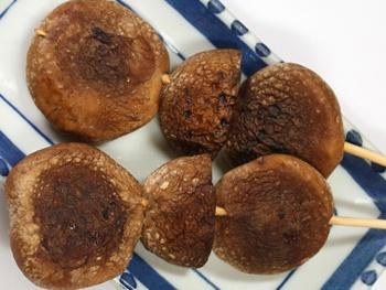 しいたけ<br>Grilled Shiitake Mushroom Skewers