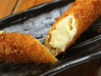 棒チーズカツ<br> Cheese Cutlets Skewers