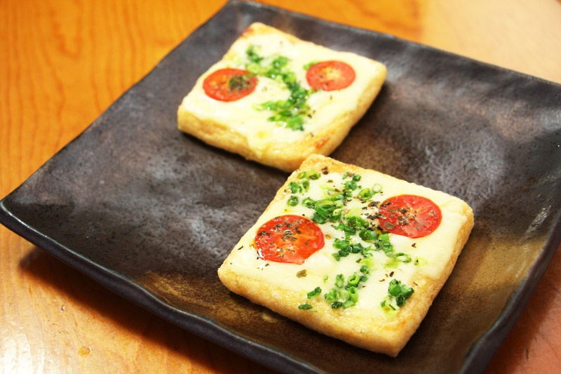 薄揚げのピザ<br>Deep Fried Tofu Skin Pizza