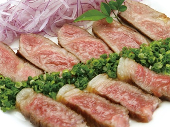 宮崎牛の炭火サーロインステーキ<br>Char-Grilled Miyazaki Beef Sirloin Steak