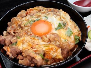 名物 とろとろ半熟親子丼<br>Special Chicken and Egg Rice Bowl