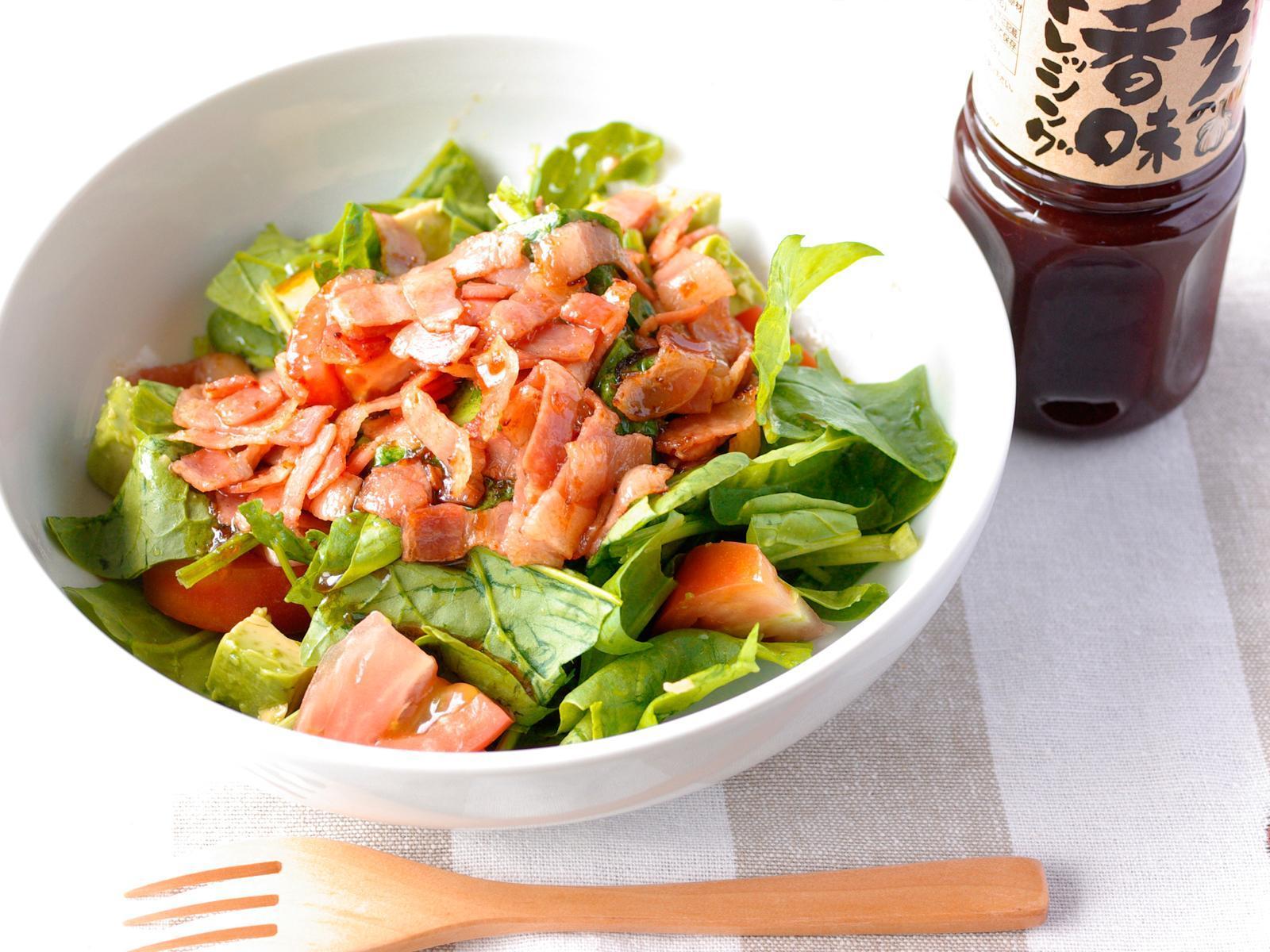 カリカリベーコンのホウレン草サラダ