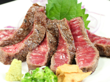 宮崎牛サーロインステーキの藁焼き<br>Straw Fired Miyazaki Sirloin Steak