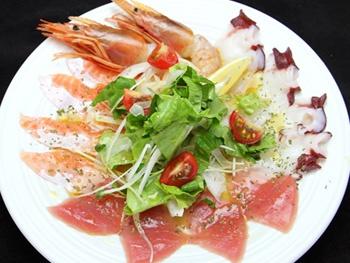 4種の海鮮 塩レモンカルパッチョ<br>Seafoods Carpaccio