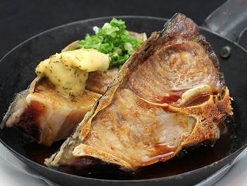 マグロ鉄板ステーキ<br>Grilled Tuna  Steake   on a Hot Plate