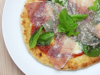生ハムのピザ<br>Raw Ham Pizza<br>別途箱代がかかります