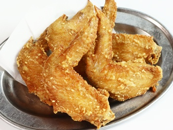 恵屋の手羽唐揚げ 5本<br> Deep-fried chicken wings of Megumiya